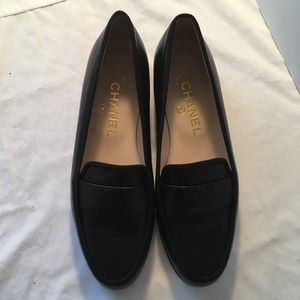 CHANEL Black Leather CC Logo Loafers